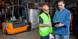 health-and-safety-apps-in-use-in-a-warehouse